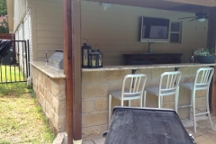 outdoor-kitchen-eating-area